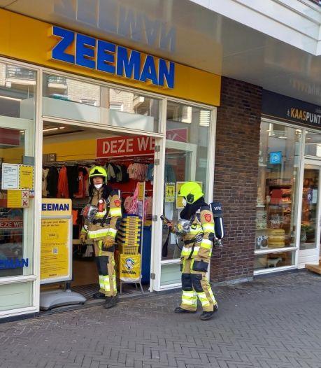 Chemische lucht in Zeeman Groesbeek; brandweer in actie