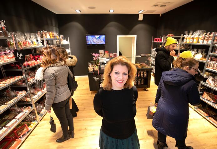 Chocoladewinkel Wilco Dijsselbloem in de Heuvel met eigenares Marianne van der Burgt