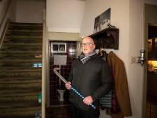 Gert (58) mept inbreker met hockeystick z'n huis uit: 'Ik sla je helemaal kapot!'