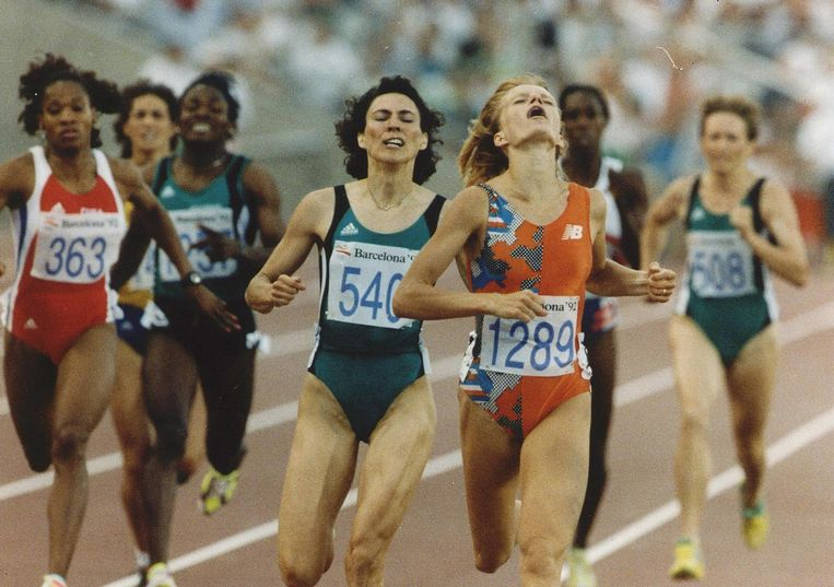 Ellen van Langen wint de 800 meter tijdens de Olympische Spelen in Barcelona. Beeld anp
