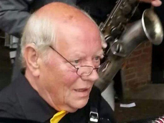 Op 75-jarige leeftijd is deze week oud-horeca-ondernemer en muzikant Appie Koop uit De Lutte overleden.