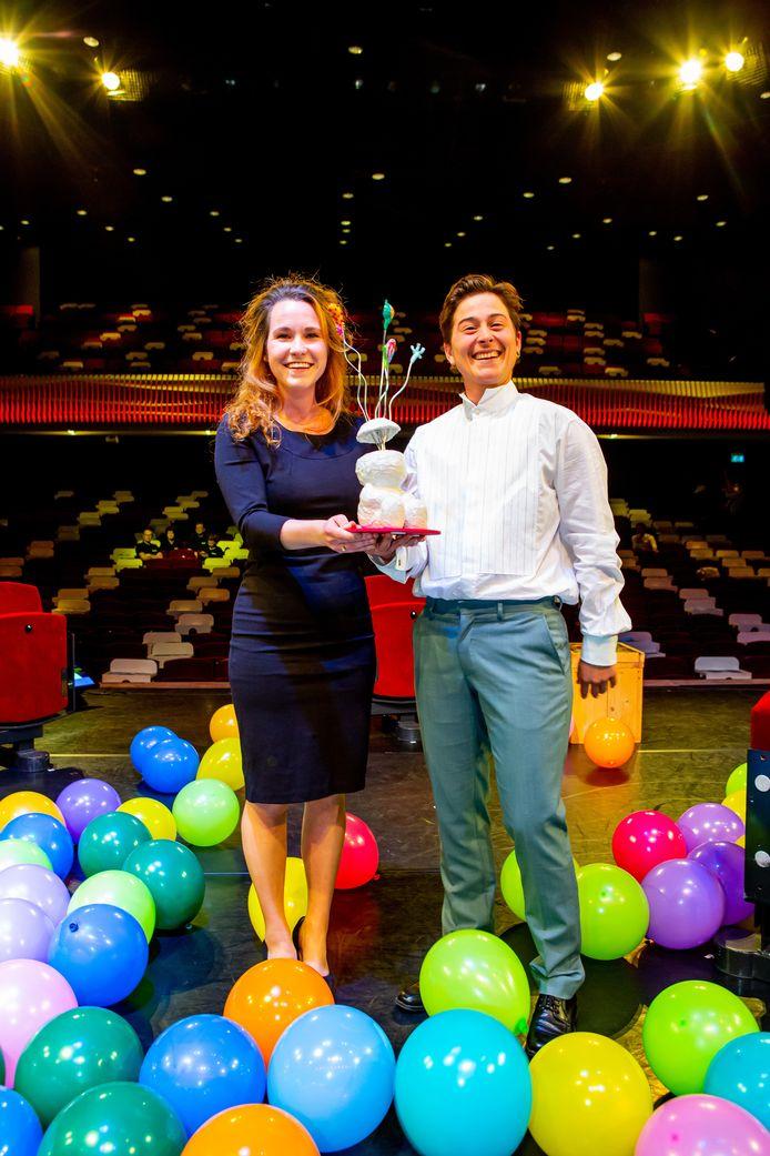 Links Sofie Habets en Rechts Romy Rockx, de winnaars van de cultuurprijs