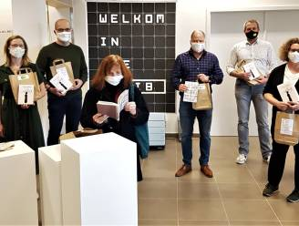 """Feestjaar rond 100ste verjaardag van 'Blaubergse' roman van Willem Elsschot afgetrapt met boekenketting: """"We hopen dat heel Herselt het boek leest"""""""