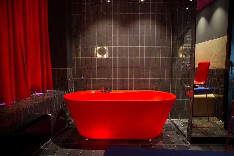 Een badkamer in het pand van My Red Light. Sekswerkers konden voor 160 euro per avond een werkplek huren. Beeld Hollandse Hoogte / The New York Times Syndication