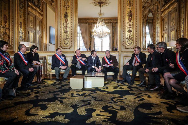 Macron ontvangt maandag burgemeesters, een belangrijke schakel in het nationaal debat. Beeld EPA
