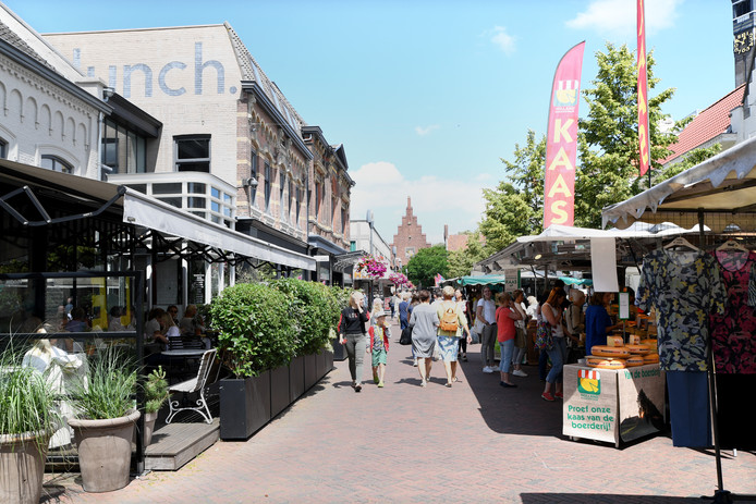 Sinds twee maanden staat de markt in Waalwijk in het centrum van de stad.