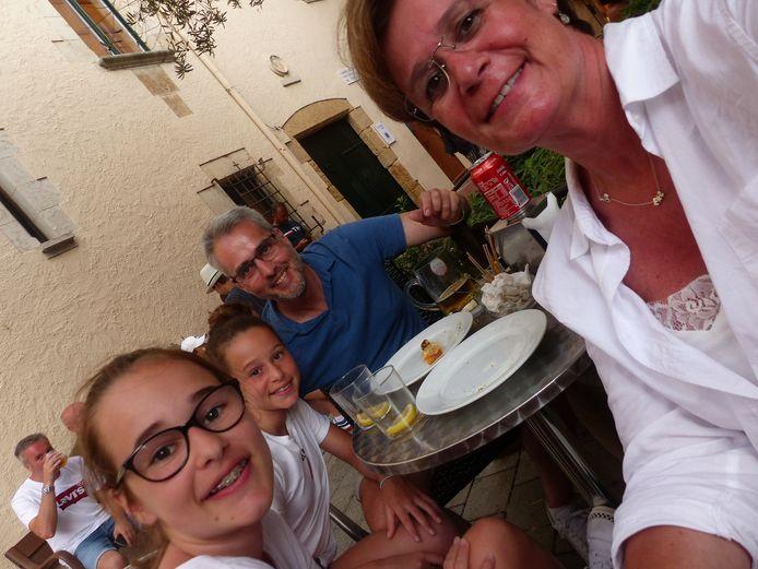 Corine Ars samen met haar gezin