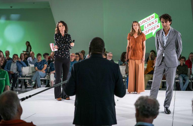 Jesse Klaver, vice-fractievoorzitter Corinne Ellemeet (m) en partijvoorzitter Katinka Eikelenboom in gesprek met de achterban van GroenLinks.   Beeld ANP