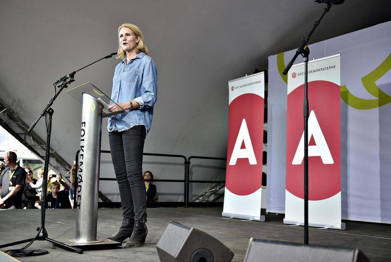 De Deense premier Helle Thorning-Schmidt geeft een speech op het Folkemodet in Denemarken. Beeld epa