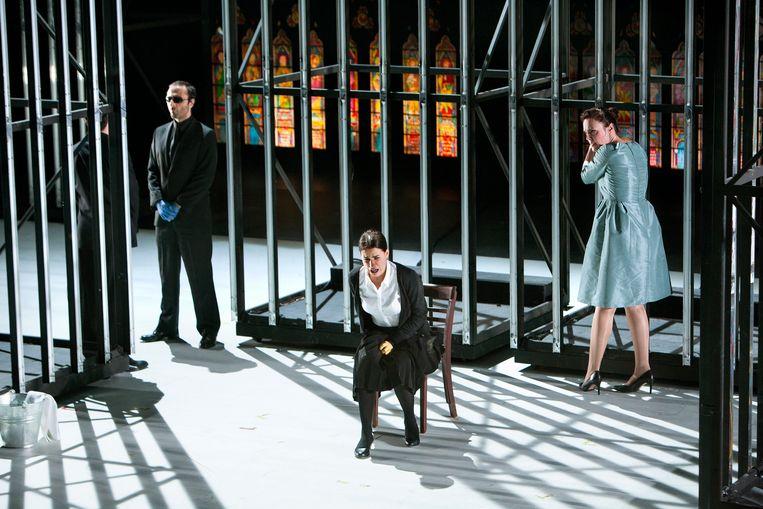 Uit 'La juive' (2014-2015) van Opera Ballet Vlaanderen. Beeld (c)AnnemieAugustijns