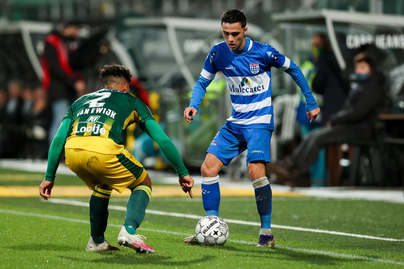 De voetbalwereld drijft op spelershandel. Vandaar dat clubs moeten blijven investeren in de jeugdopleiding. PEC deed dat onder meer in Eliano Reijnders (rechts).