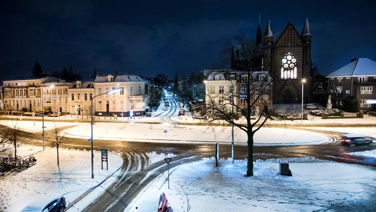 Nijmegen wordt wakker met een pak sneeuw. Beeld anp