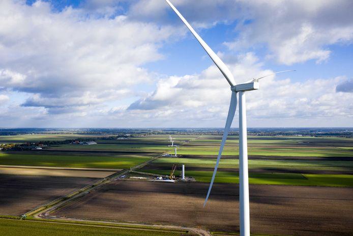 Windmolens in aanbouw. ANP SEM VAN DER WAL