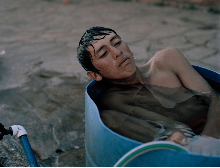 Juan Ramón (16) verhuisde van het platteland naar hoofdstad Asunción na overstromingen door onder meer ontbossing. Beeld Jordi Ruiz Cirera