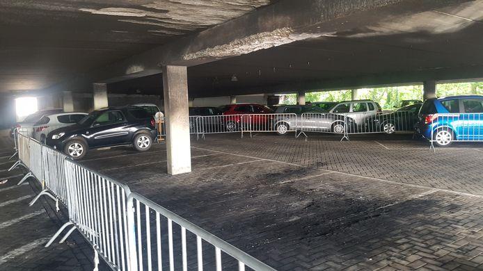 De schade aan de parkeergarage in de Normandlaan is aanzienlijk.