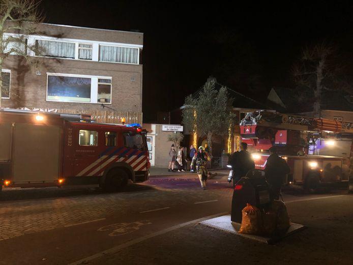 De Kerkstraat was tijdelijk afgesloten vanwege het brandalarm.