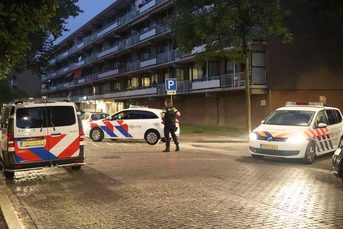 Bij een schietincident op de Treil in Hoogvliet raakte een man gewond.