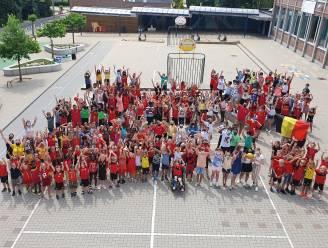 VIDEO + FOTO'S - Haaltertse scholen supporteren enthousiast voor Rode Duivels