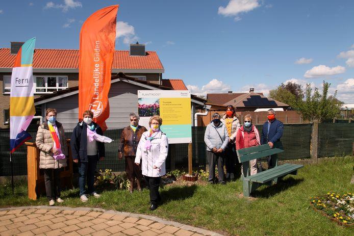 De initiatiefnemers voor de aanleg van de troostplek.