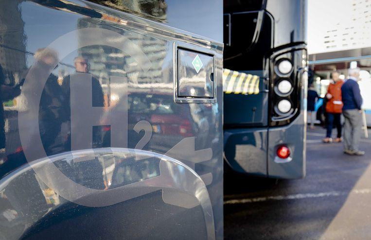 De komende jaren komen er vijftig nieuwe waterstofbussen bij in Groningen, Drenthe en Zuid-Holland.  Beeld ANP