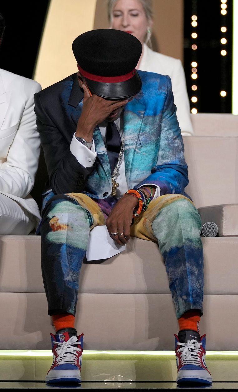 Juryvoorzitter Spike Lee nadat hij per ongeluk veel te vroeg de Gouden Palm-winnaar aangekondigd had. Beeld AP