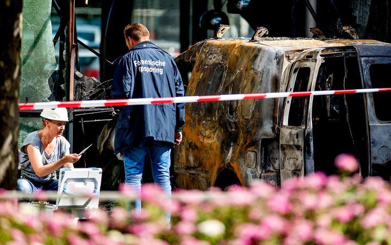 Een gestolen auto ramde vorig jaar het pand van De Telegraaf. Beeld anp