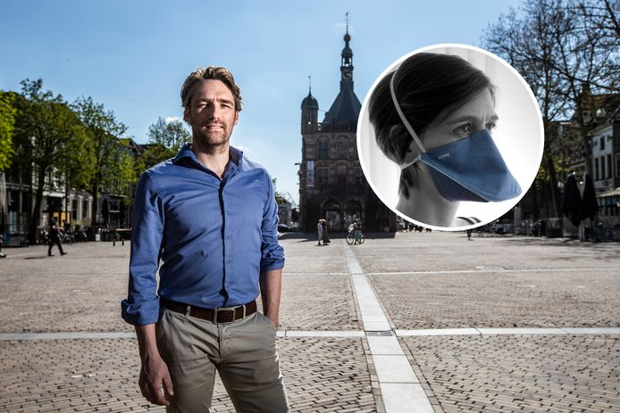 Jasper Brands van Panton op een door corona rustige Brink in Deventer. Zijn gedachte was 'al kunnen we 1 ziekenhuis helpen'. Het worden er veel meer...