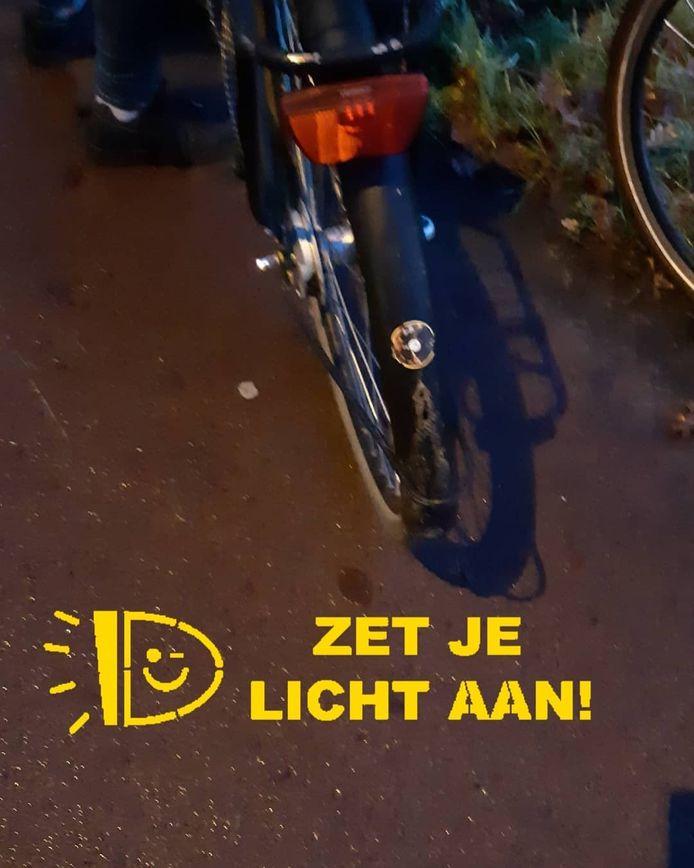 In de gemeente Ede heeft de politie 48 bekeuringen uitgeschreven voor ontbrekende fietsverlichting.