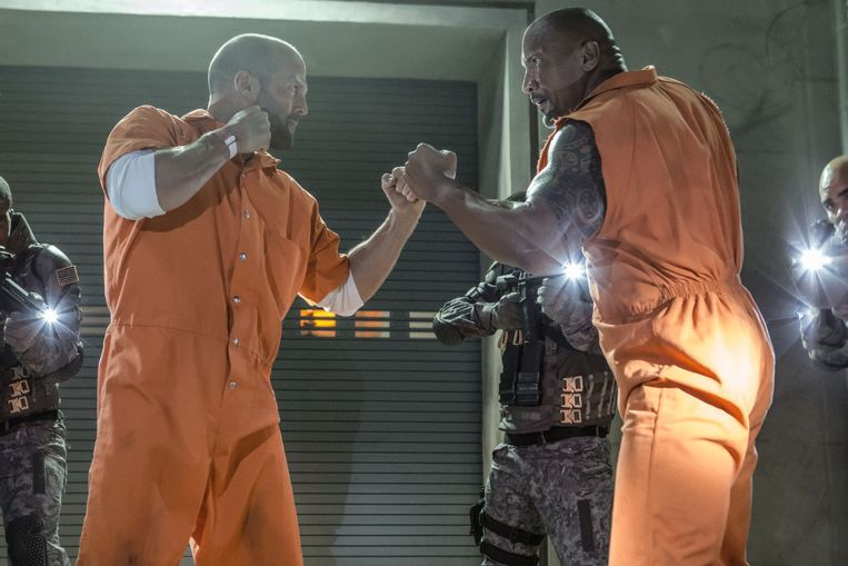 Jason Statham en Dwayne Johnson in Fast & Furious 8 van F. Gary Gray. Beeld
