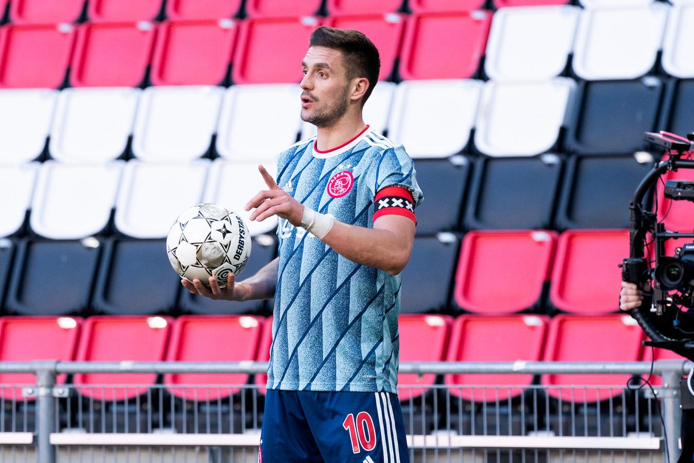 Ajax-aanvoerder Dusan Tadic heeft niet zich populair gemaakt bij de aanhanger van PSV.