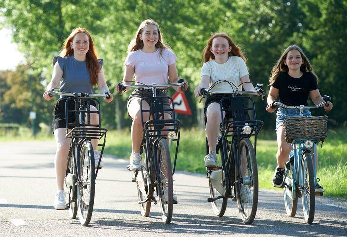 De vier zussen Van Hoof uit Olland: Julia, Anne, Sophie en Roos (vlnr).