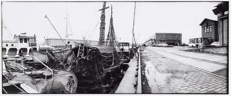 Borneokade. Links het atelierschip van oud-provo Robert Jasper Grootveld, 2 februari 1994. Foto Doriann Kransberg  Beeld