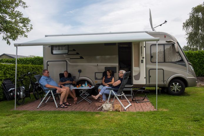 VELDHOVEN ED2020-5455 Vakantie in Nederland (op 1,5 m). Hoe gaat het de vakantievierders af?