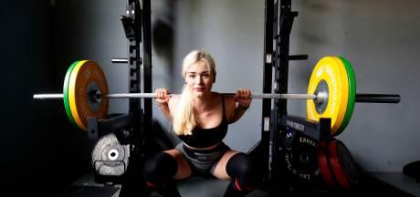 Hoe Michelle (21) het van een rolstoel naar een NK Powerliften schopte
