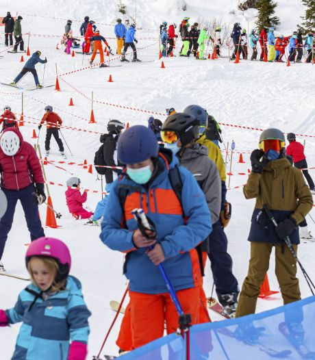 """Marc Van Ranst s'en prend aux skieurs: """"Les mêmes personnes qui se plaignent que l'épidémie n'est pas sous contrôle"""""""