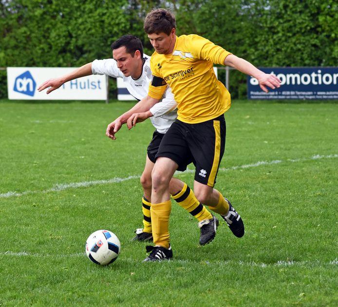 SDO'63 (geel-zwart tenue) wil samen met Graauw naar de vierde klasse.
