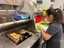 De artisanale kippenballetjes zorgen voor een Chinese toets bij Frituur Den Bever.