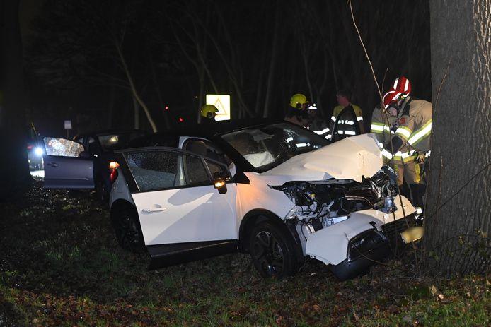 De auto is total loss geraakt bij het ongeluk in Overasselt.