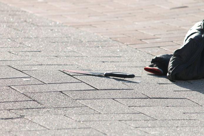 De politie trof een bebloed mes aan.