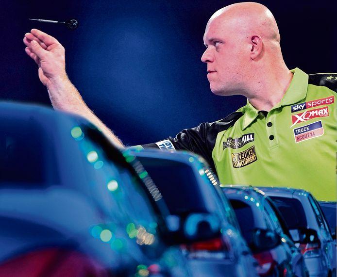 Michael van Gerwen kijkt uit naar het Drive-In Darts Gala in Hannover: ,,Ik heb begrepen dat er plek is voor duizend auto's. Dat zal wel een vreemd gezicht zijn.''