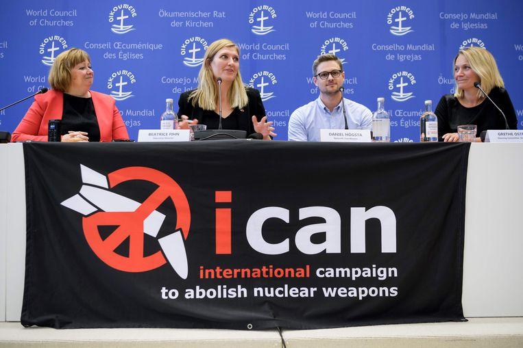 ► Marianne Ejdersten, Beatrice Fihn, Daniel Hogstan en Grethe Ostern zijn dankbaar voor de bekroning van hun werk. Beeld AFP