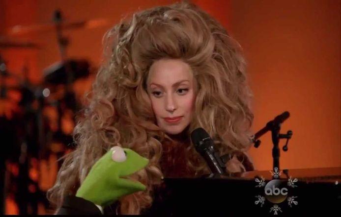 Kermit ontmoette inderdaad veel sterren, onder wie Lady Gaga.