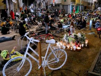 """650 personen herdenken Iwona (30) die vorige week omkwam na een ongeval met haar fiets. """"Dit zwart punt moest eerder aandacht krijgen"""""""