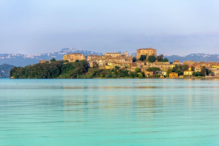 Het stadje Lazio aan het meer van Bolsena. Beeld Colourbox