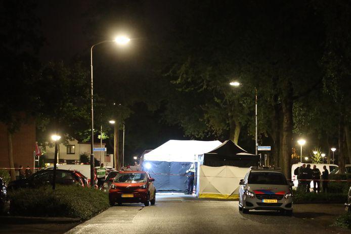 Politieonderzoek na de schietpartij op de Udense Batenburglaan, waarbij kickbokstrainer Stef Muller om het leven kwam.