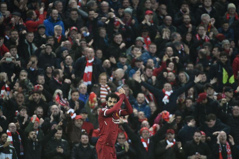 De Egyptenaar Salah krijgt de handen op elkaar in Anfield, na zijn prestatie in de Champions League. Beeld AFP