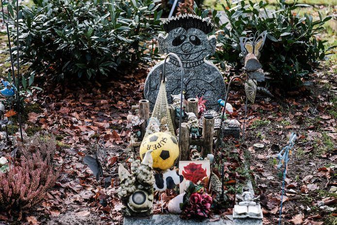 Het graf van de gedode baby Sem.