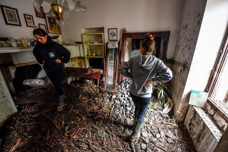 Schade na wateroverlast in de gemeente Laglio, bij het Comomeer.  Beeld AP