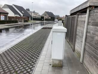 Nutskasten in de weg: stad verbreedt voetpad Karlapperstraat