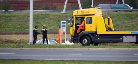 Auto rijdt in de sloot in Amersfoort, inzittenden gewond